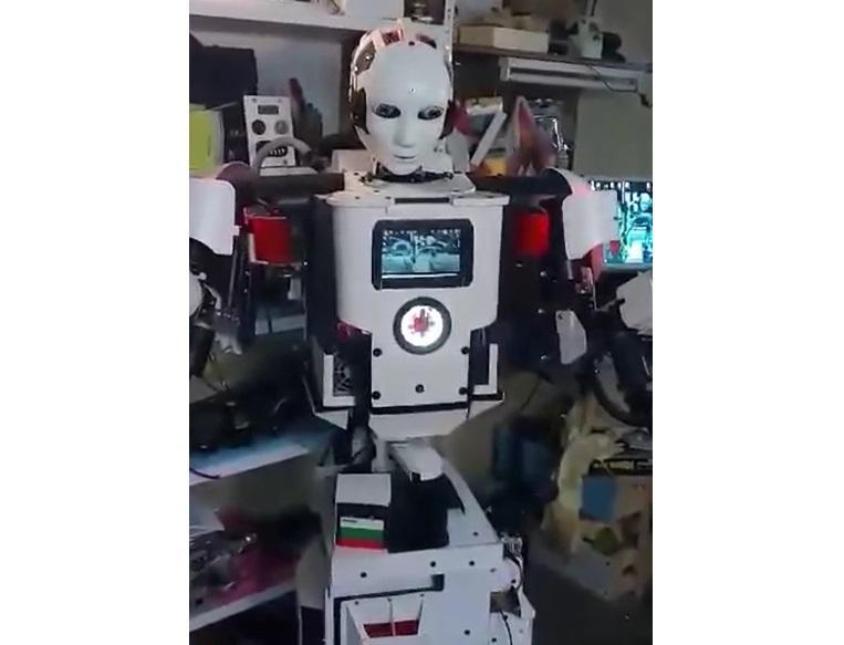 Роботът Роки
