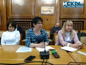 Тонка Атанасова (в средата)